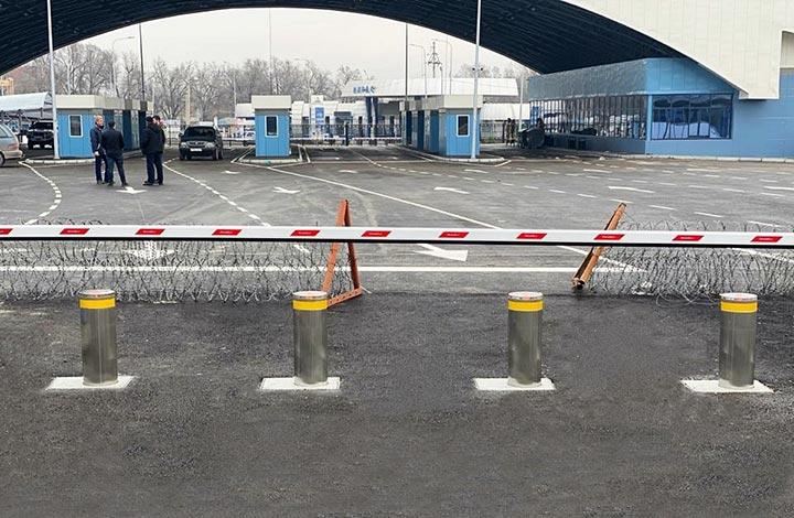 حواجز آلية عند نقطة التفتيش الحدودية