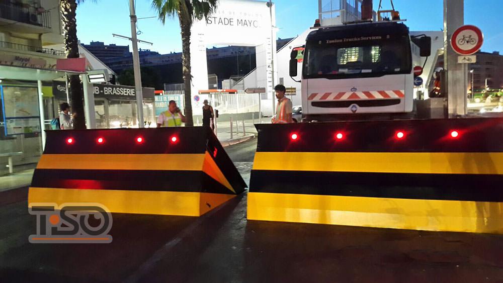 Série de bloqueurs de route de haute sécurité M30, Stade Mayol, France