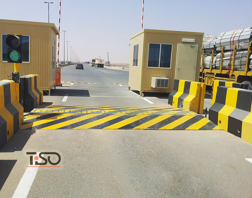 Speedbump, Border checkpoint between United Arab Emirates and Sultanate of Oman