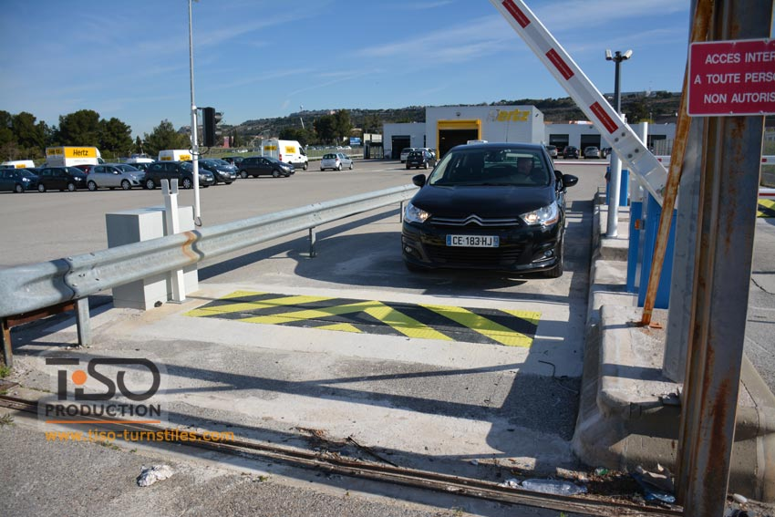 Road blocker, Hertz Rent-a-Car nell'aeroporto di Marsiglia